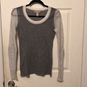 Long sleeve grey top with elbow pads